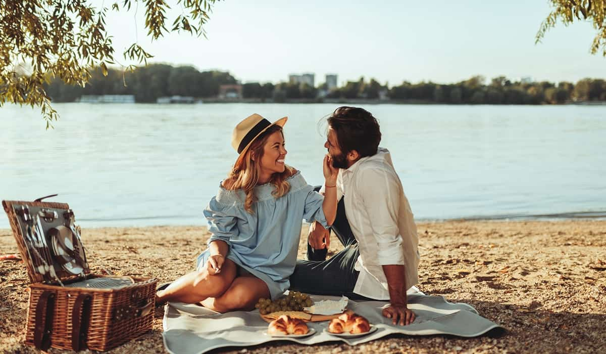 Planning a romantic picnic date